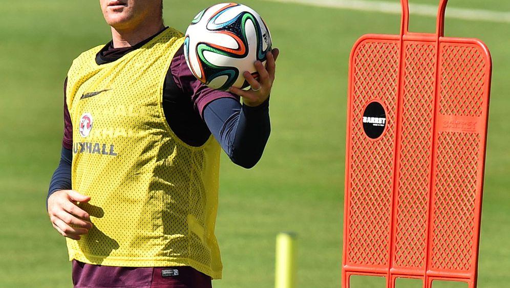 England-Star Rooney: Spitze, Flügel, Bank?