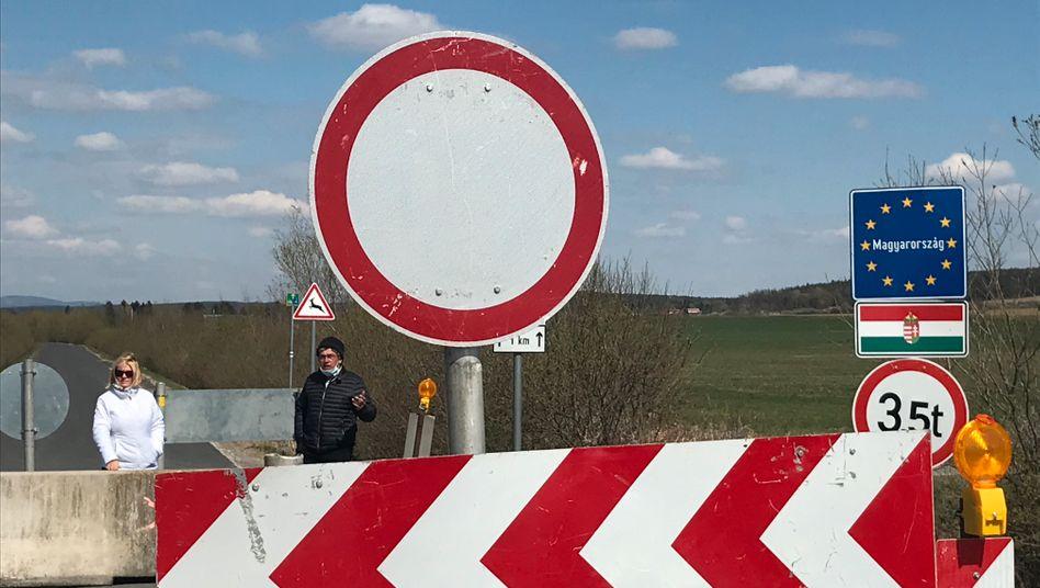 Österreichisch-ungarische Grenze: Gipfeltreffen an der Betonbarriere