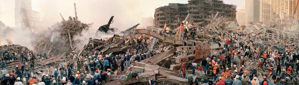13. September 2001: Am Ground Zero suchen Helfer nach Überlebenden