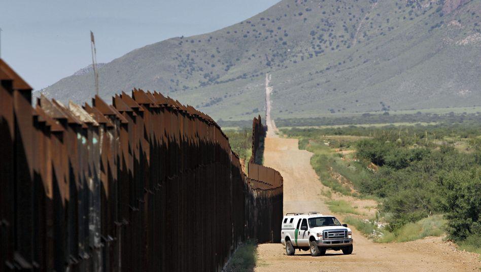 Zaun an der Grenze zwischen den USA und Mexiko in Arizona
