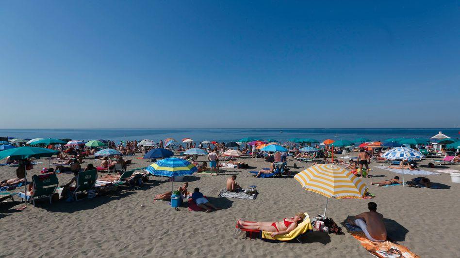 Strand von Ostia bei Rom (Juni 2014): Die EU-Kommission will Reisebeschränkungen in der EU lockern