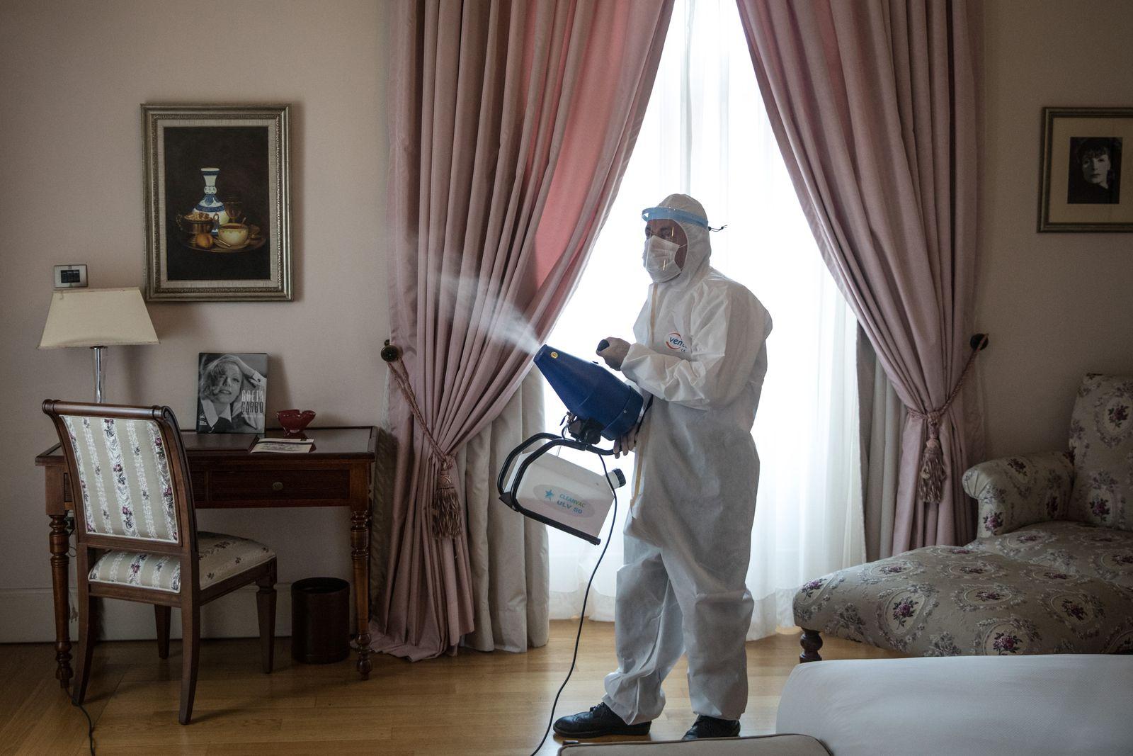 Istanbuls Historic Pera Palace Hotel Reopens Under New Coronavirus Restrictions