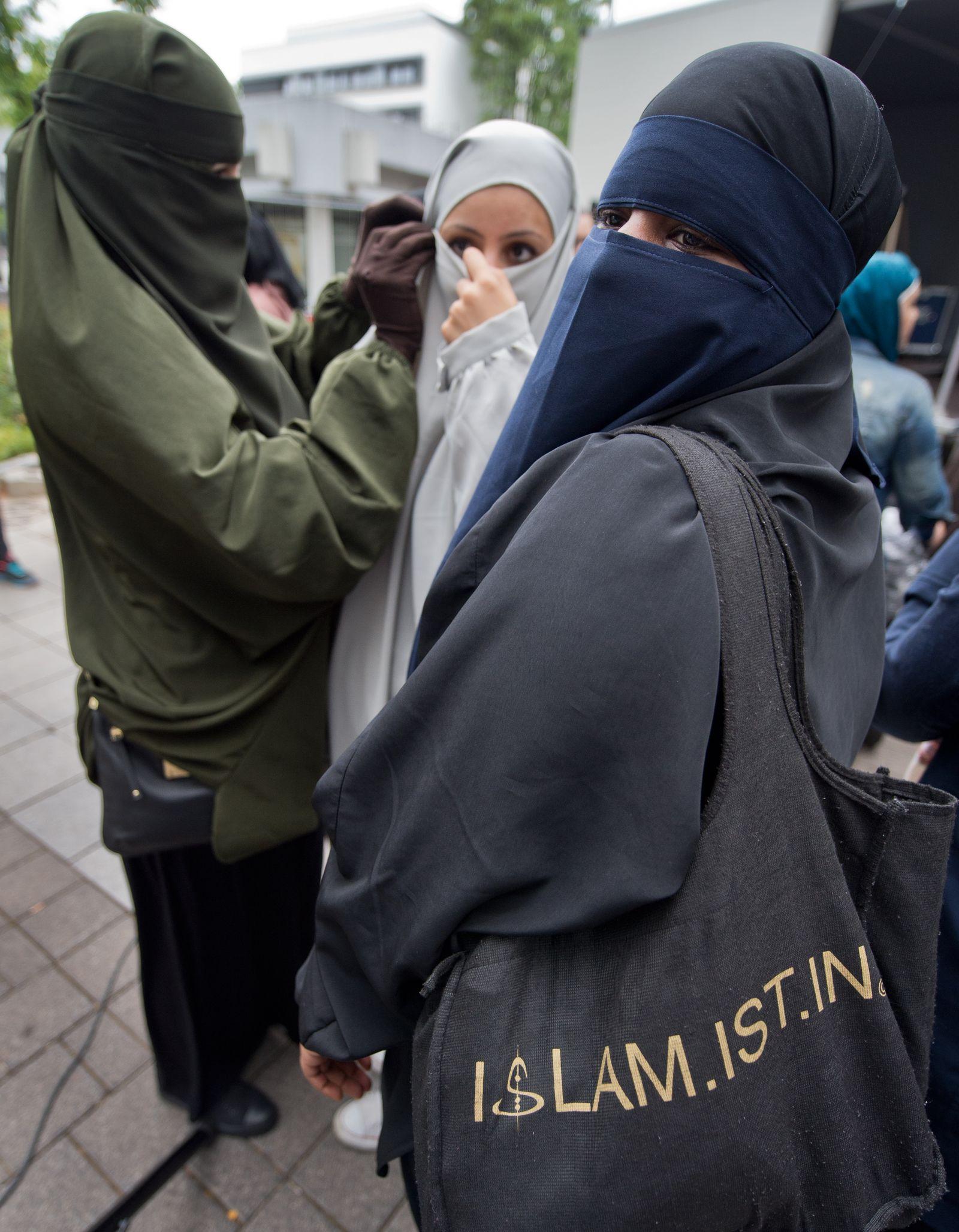 Salafisten-Kundgebung in Offenbach/ Islamistin