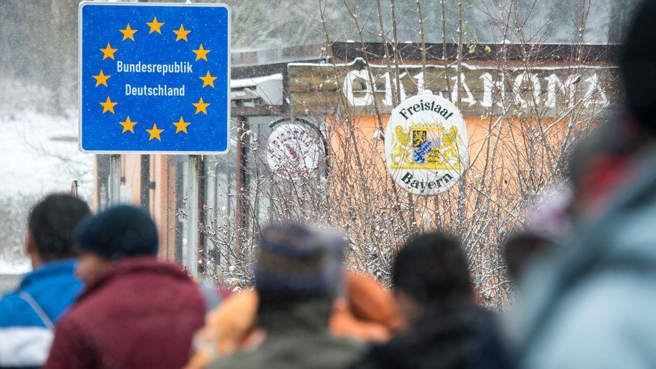 Flüchtlinge (an der deutsch-österreichischen Grenze): Hotspots in Griechenland und Italien