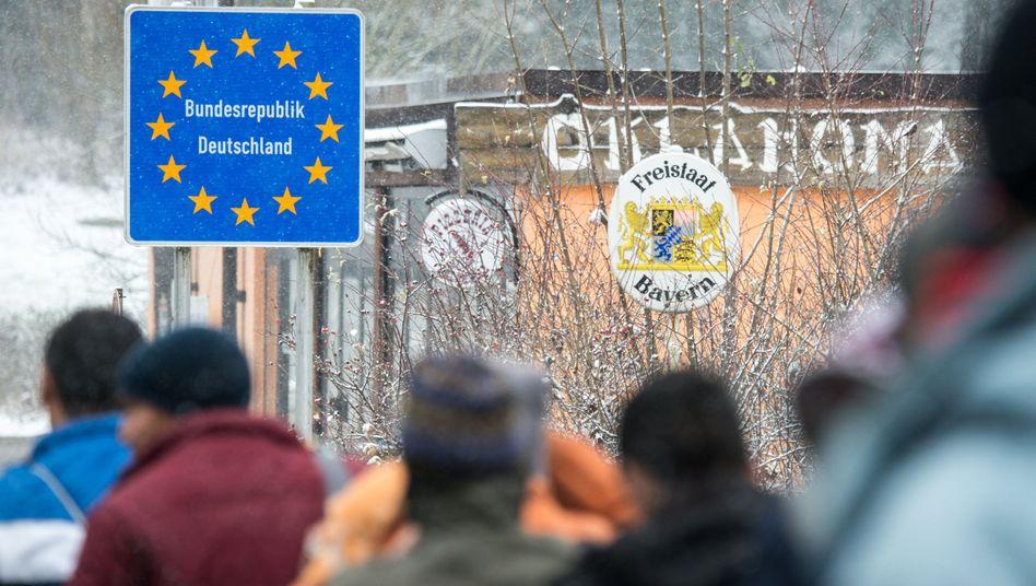 Flüchtlinge an deutsch-österreichischer Grenze (Archivbild): Immer mehr werden zurückgeschickt