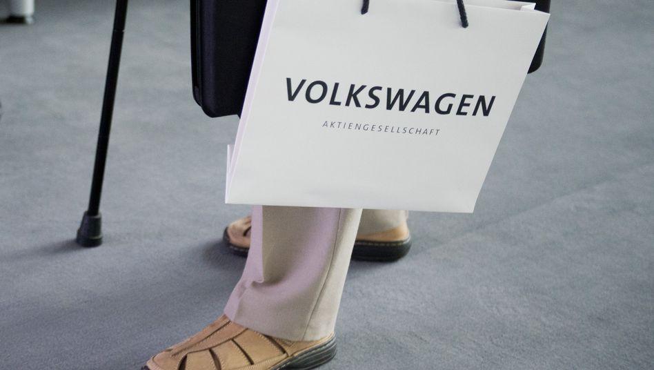 VW-Aktionär auf Hauptversammlung 2013
