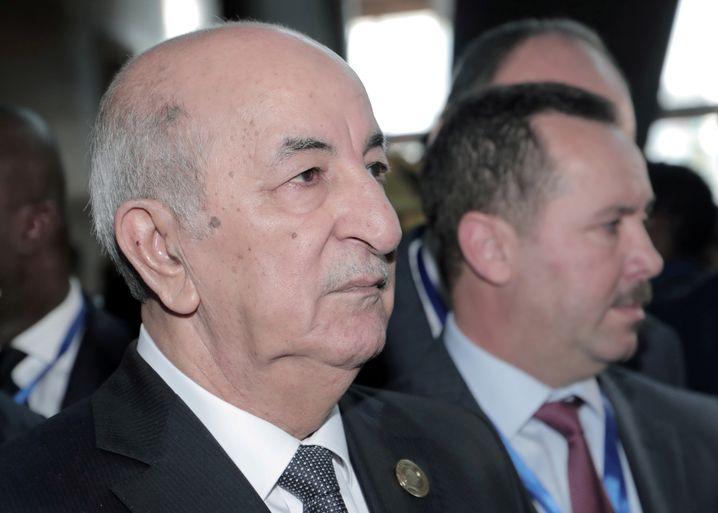 Algeriens Präsident Abdelmadjid Tebboune ist in ein Militärkrankenhaus gebracht worden