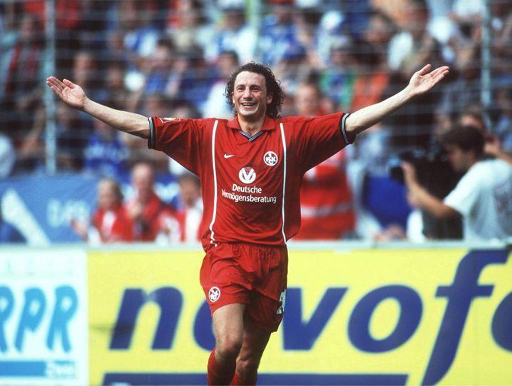 Robin Kochs Vater Harry Koch (hier zu sehen im Trikot des 1. FC Kaiserslautern 1999) war in den Neunzigerjahren eine Kultfigur.