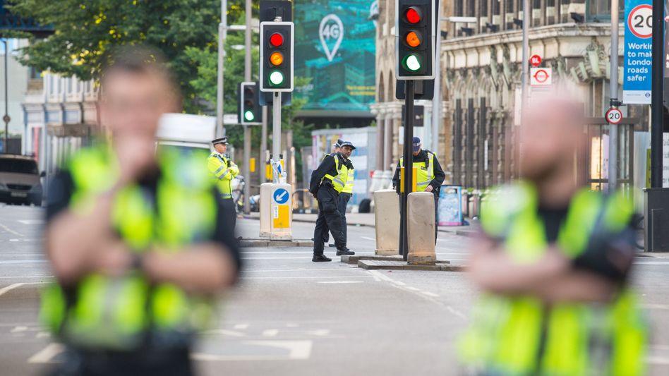 Polizisten nahe der London Bridge