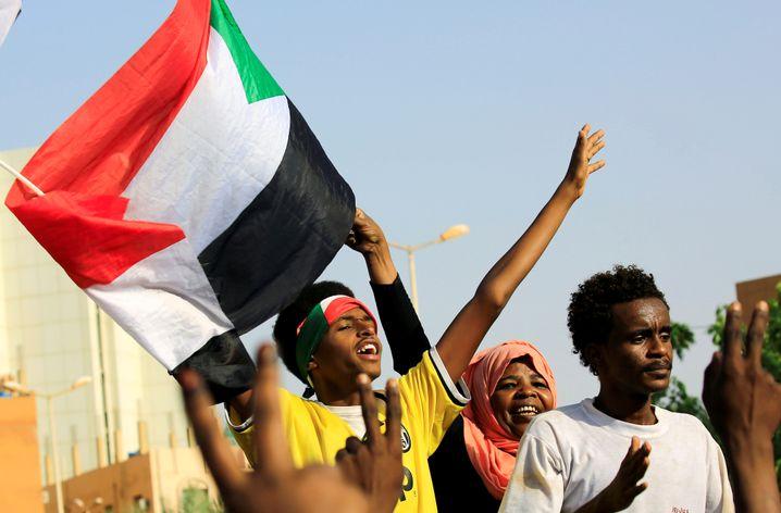 Jubel über das baldige Ende der Militärherrschaft am 5. Juli: Zu früh gefreut?