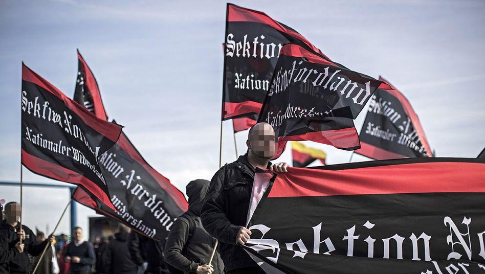 """Neonazis in Berlin: Bei Razzien im rechtsextremen Milieu entdeckten Ermittler Listen mit Daten über """"politische Gegner""""."""
