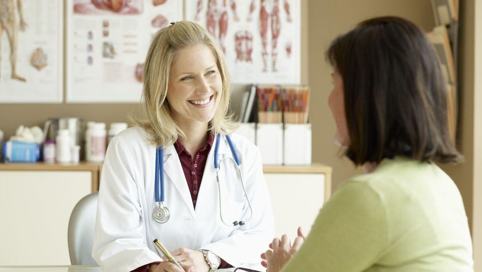 Patientengespräch: Ein Faltblatt alleine hilft der Patientin nicht weiter
