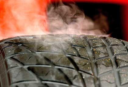 Qualmender Reifen: Das früh einsetzende Drehmoment von Elektromotoren kann die Gummis malträtieren
