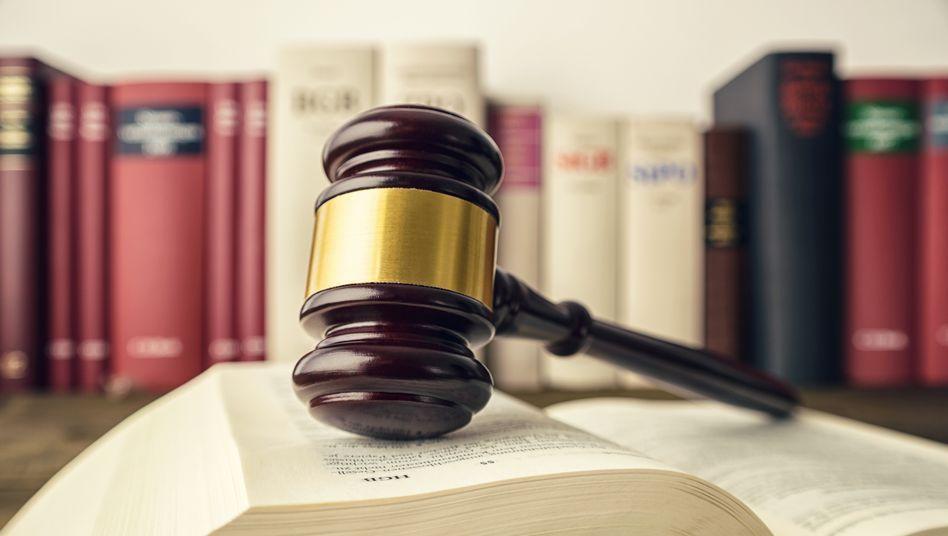 In Deutschland nicht im Einsatz, aber gern genommen, um das Justizwesen zu illustrieren: Der Richterhammer