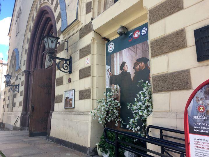 Eingang der Moskauer Kathedrale St. Peter und Paul