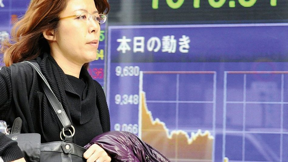 Börsenanzeige in Tokio: Spekulanten und nervöse Anleger
