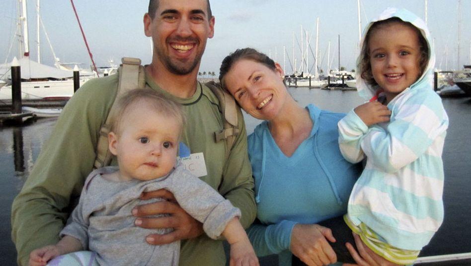 Eric und Charlotte Kaufman mit ihren Töchtern: Rettung auf hoher See