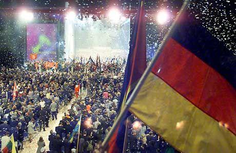 Mit einem Konfettiregen endete die offizielle Expo-2000-Abschlussfeier