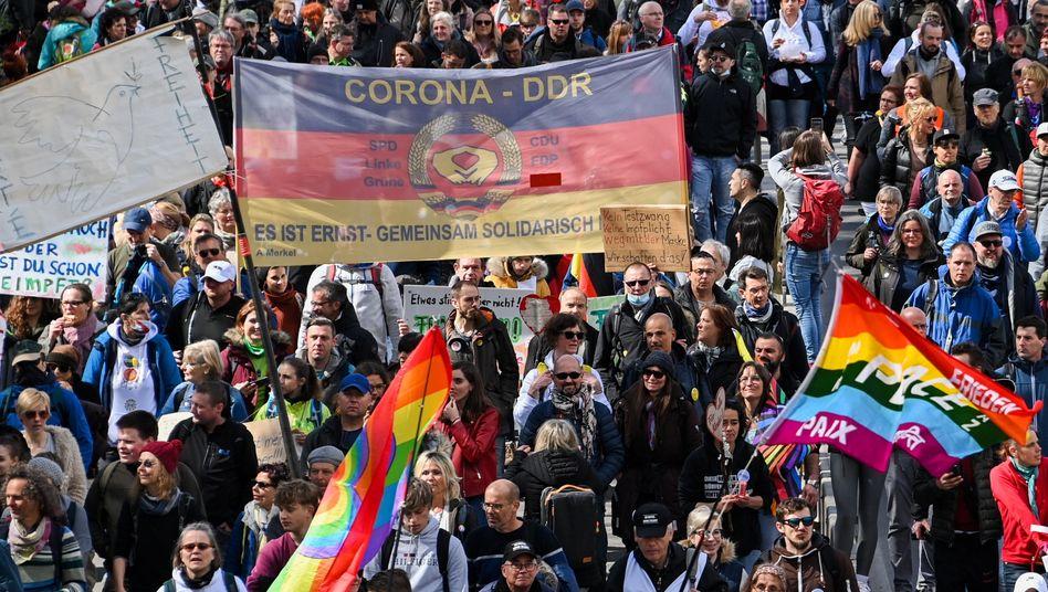 Demonstration vor einer Woche in Stuttgart: »Frieden, Freiheit – keine Diktatur«