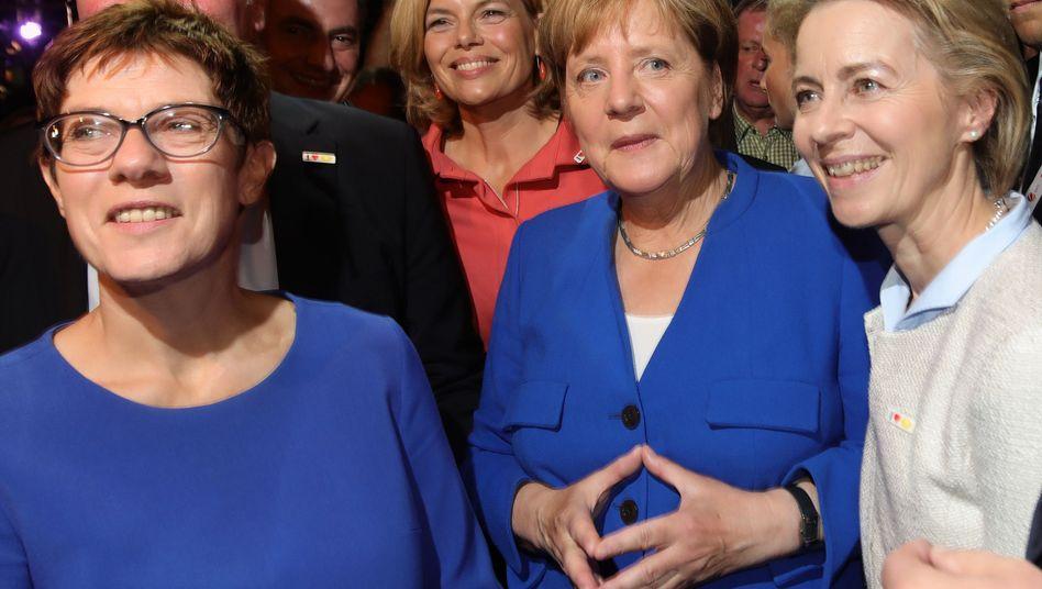 Annegret Kramp-Karrenbauer, Angela Merkel, Ursula von der Leyen