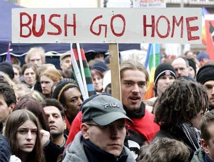 Anti-Bush-Demo in Mainz: Mehrere Tausend Teilnehmer