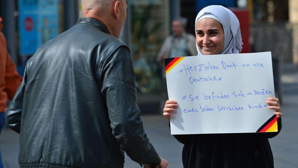 Eine junge Frau aus Syrien bedankt sich: Zustimmung für Maßnahmen