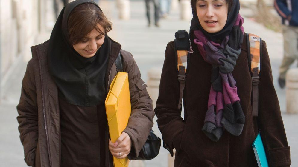 Frauen hübsch iranische Frauenfußball: Nicht
