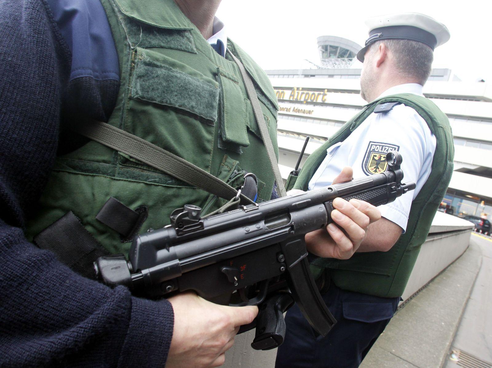 NICHT VERWENDEN Polizisten in Köln/Bonn