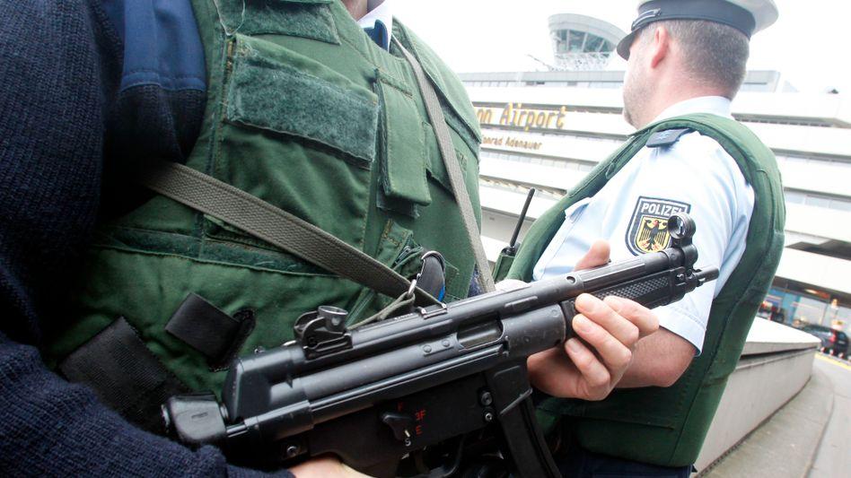 Bundespolizisten auf dem Flughafen Köln/Bonn: Bald mehr Befugnisse?