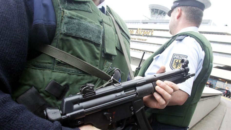 Bundespolizisten mit Maschinenpistolen: Experten-Kommission schlägt Reform der Behörde vor