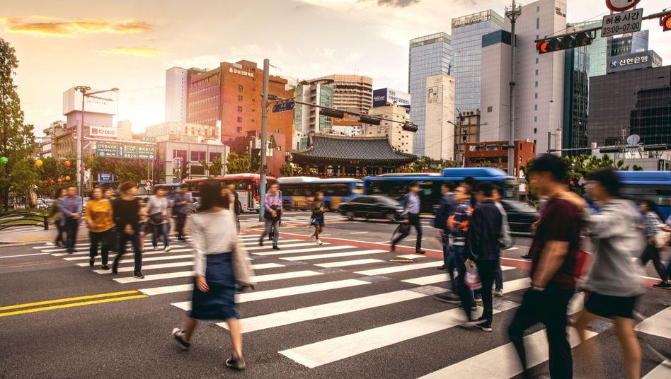 Fußgänger in Seoul, Südkorea