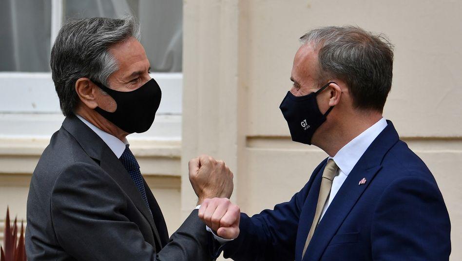 US-Außenminister Antony Blinken (l.) mit seinem britischen Amtskollegen Dominic Raab in London