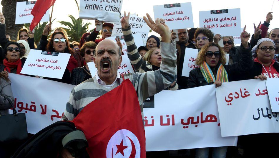 Proteste vor dem Parlament in Tunis