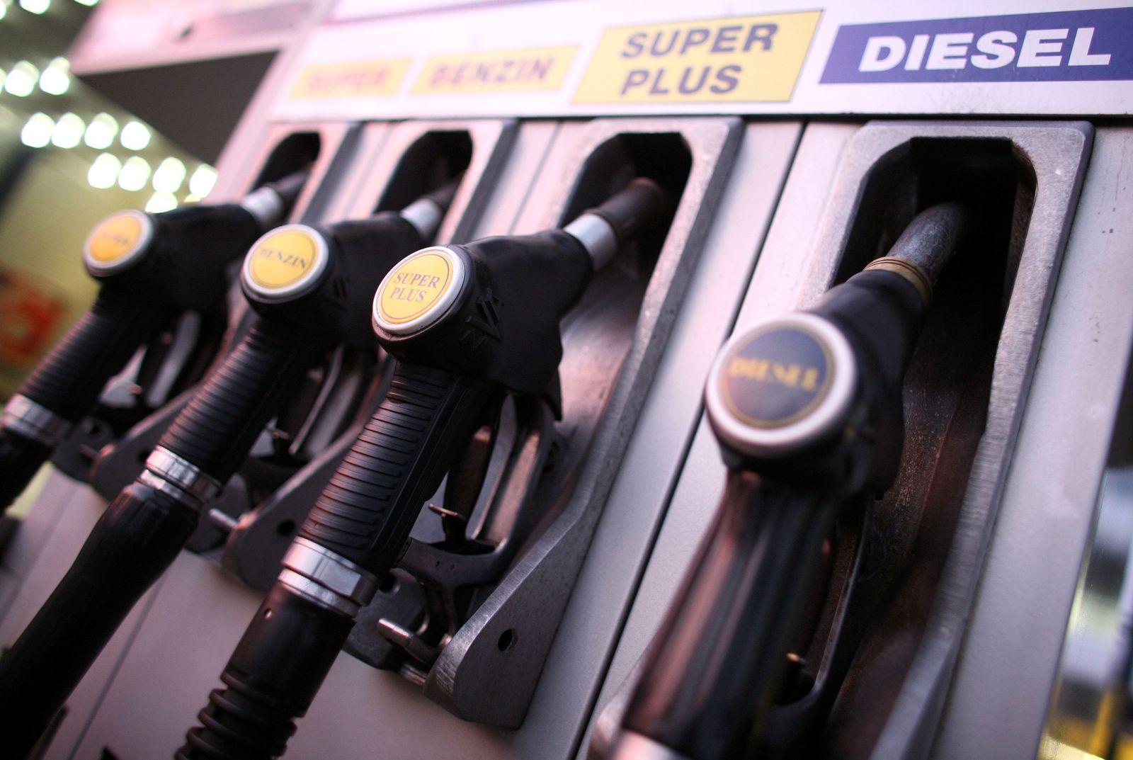 kraftstoff / zapfsäule / Tankstelle