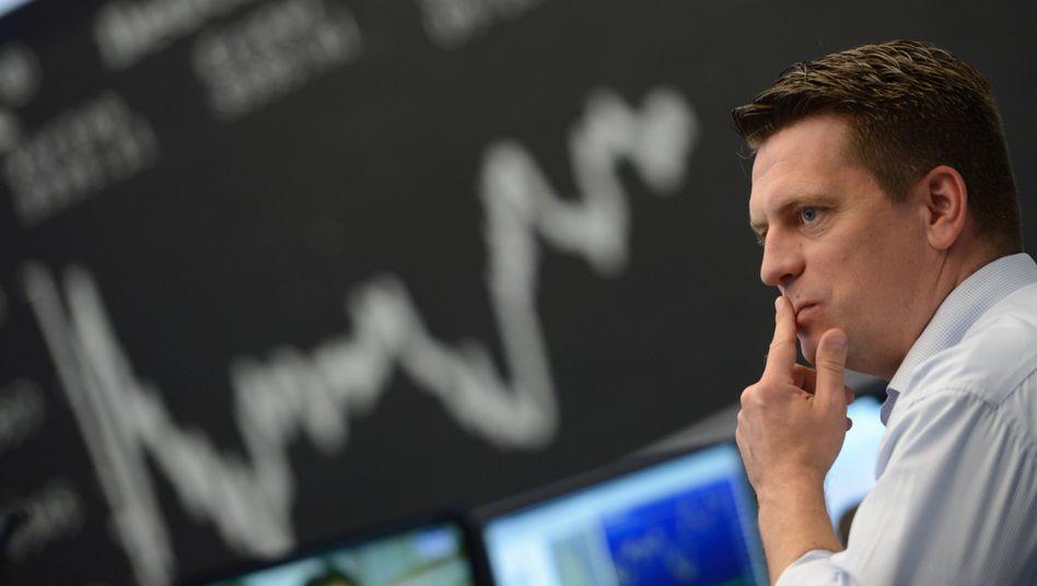Trotz zunehmender Kursturbulenzen: Ohne Aktien geht es nicht - die Niedrigzinspolitik der Notenbanken treibt Anleger immer weiter ins Risiko