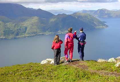 Auf dem Helgehornet: Unter dem Ausflugsberg von Ørsta liegt der Vartsdalesfjorden