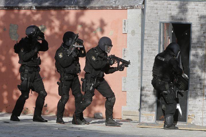 Terrorübung eines spanischen Einsatzkommandos