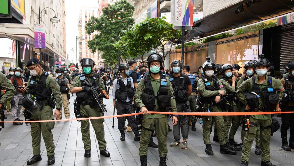 Polizei während eines Protests am Chinesischen Nationaltag in Hongkong