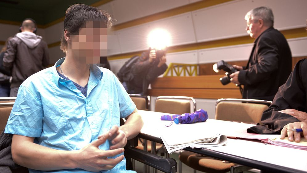 Photo Gallery: Fraud Charges against Berlin's 'Forest Boy' Dropped