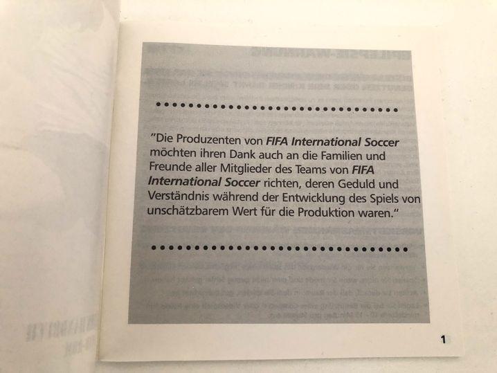 """Seite Eins des Handbuchs der PC-Version von """"Fifa International Soccer"""""""