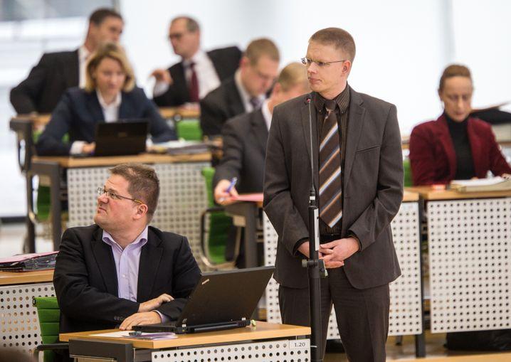 NPD-Fraktionschef Apfel (l.), Abgeordneter Gansel: Parlamentsalltag in Sachsen