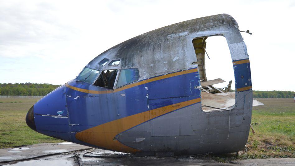 Abgetrenntes Vorderteil der Boeing 707 in Tegel während der Verschrottung