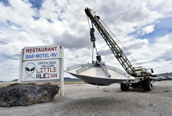 Werbung mit fliegender Untertasse in Nevada (2019)