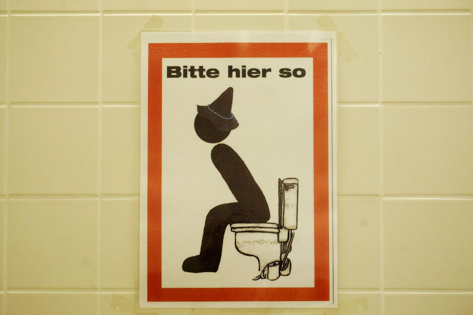 Toilette/ Mieter/ im Stehen