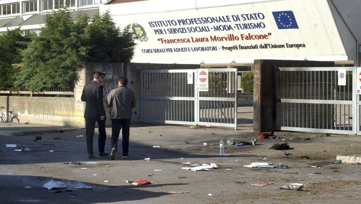 Italien: Explosion vor Berufsschule