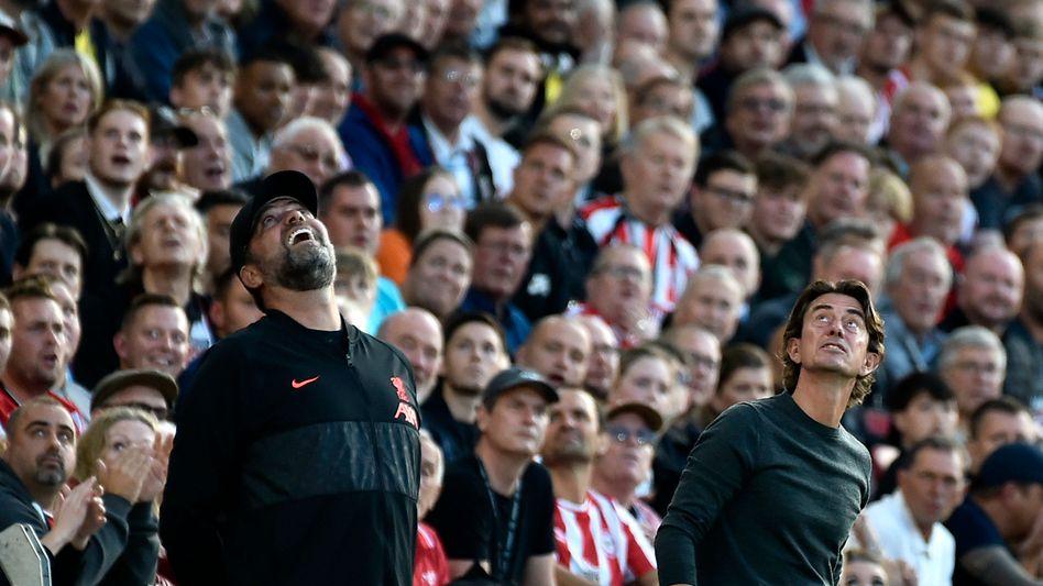 Sahen ein unterhaltsames Spiel: Die Trainer Jürgen Klopp (FC Liverpool, links) und Thomas Frank (FC Brentford)