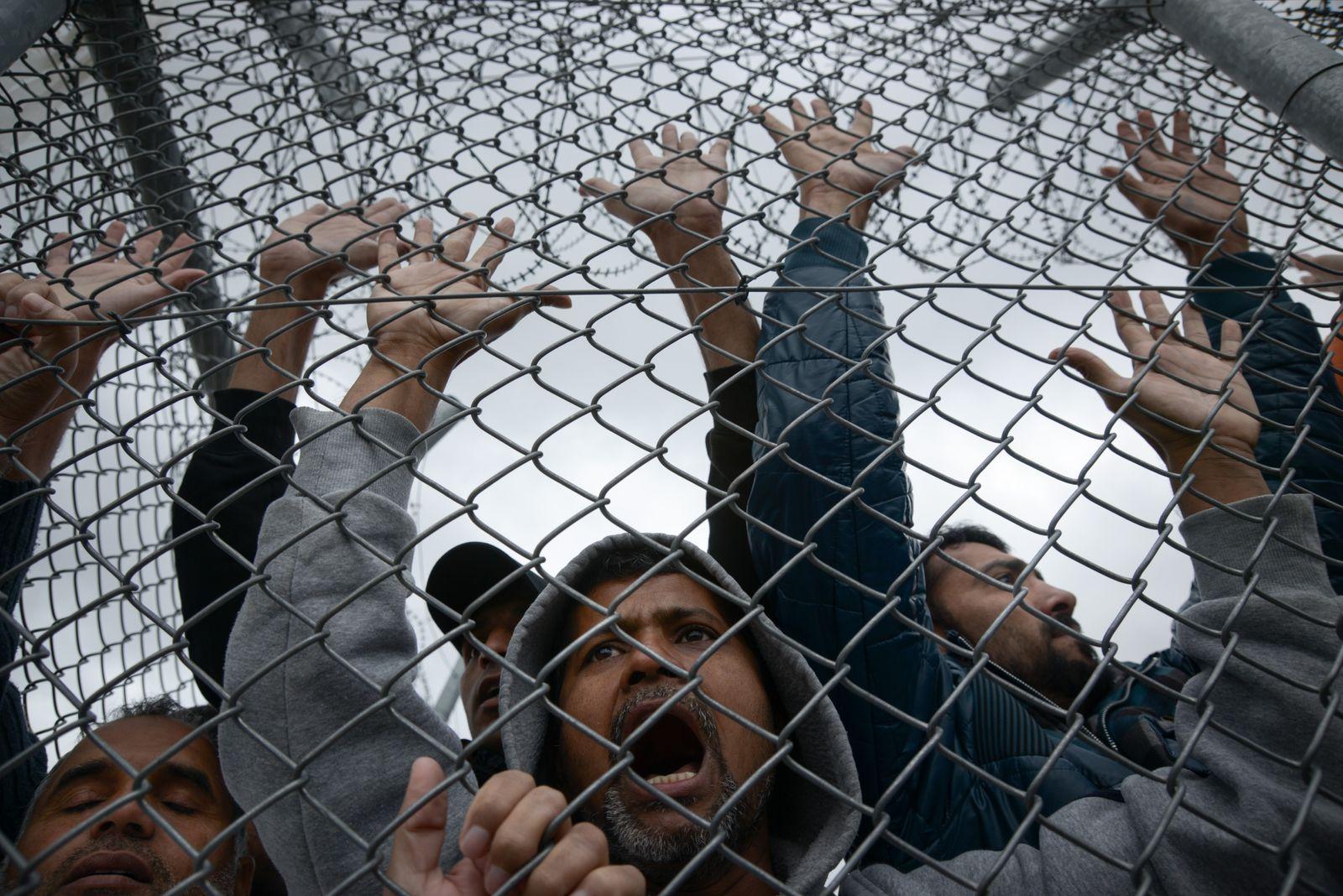 EINMALIGE VERWENDUNG Flüchtlingen / Griechenland
