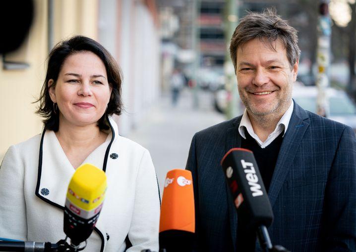 """Annalena Baerbock und Robert Habeck: """"Abschlussklassen sollten als erste wieder in die Schulen"""""""