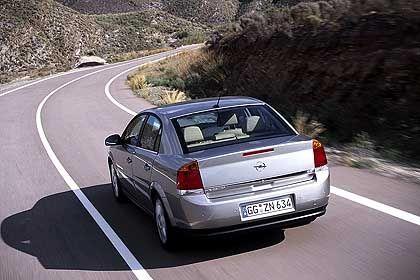 Ab Sommer soll die Vectra-Baureihe um die sportliche Variante GTS erweitert werden. Großraum-Kombi und klassischer Kombi werden folgen
