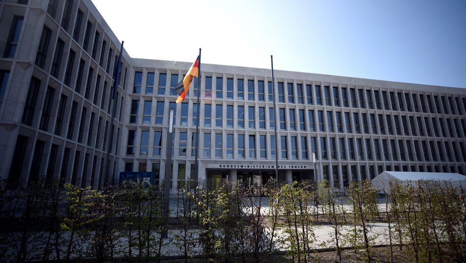 Das Bundesinnenministerium hatte sich schon am Sonntag öffentlich von dem Vorgang distanziert